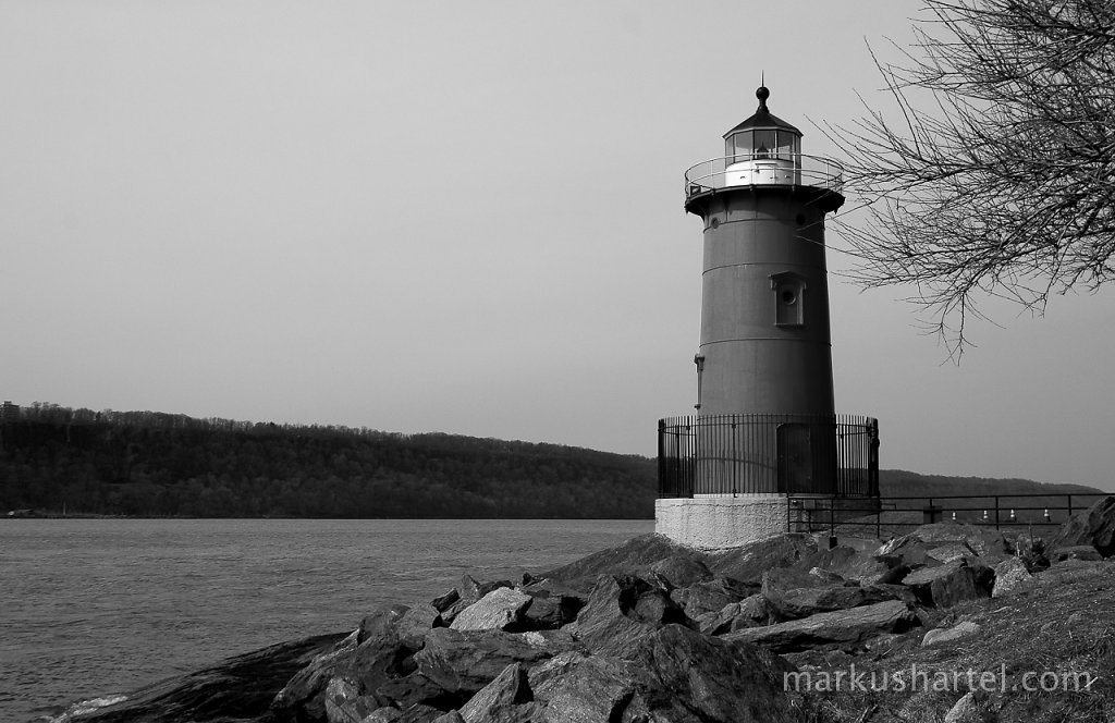 Little Red Lighthouse b/w